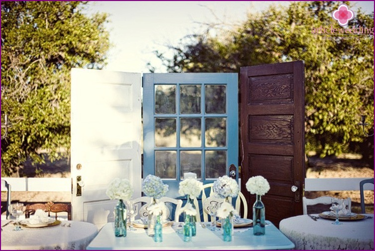 Three-leaved door for banquet