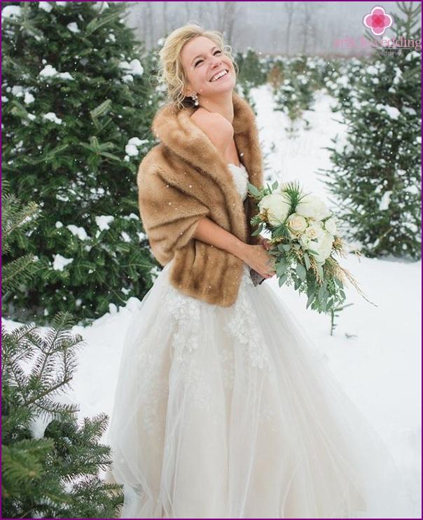 Pelzmantel auf der Braut