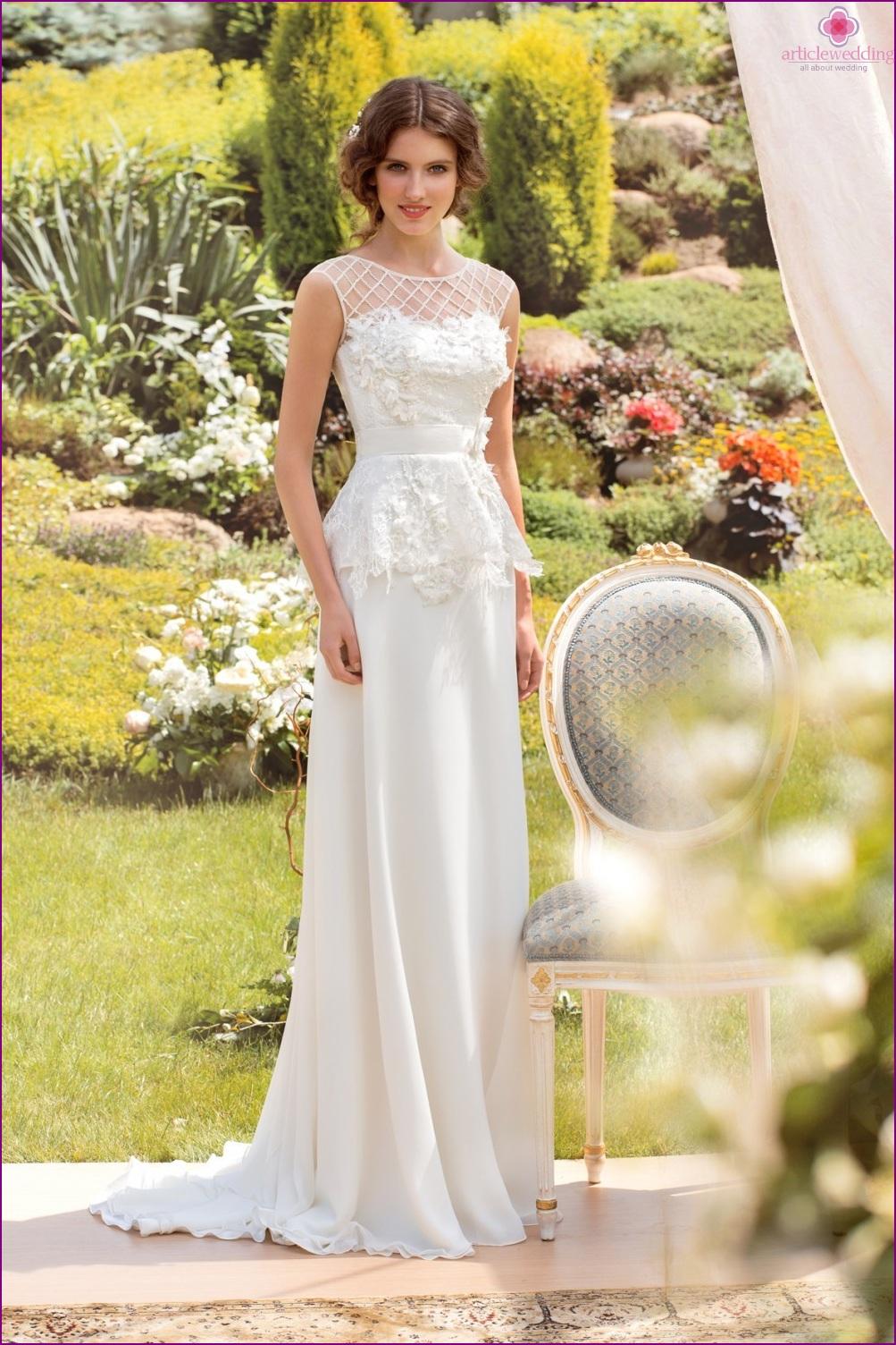 Fashionable wedding dress