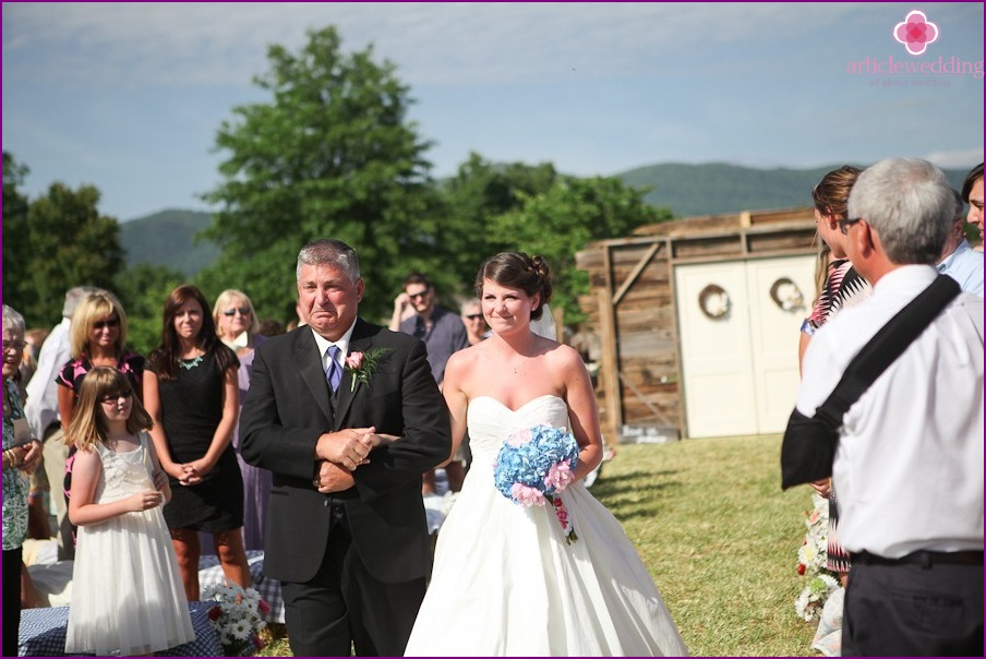 Escort of the bride to the altar