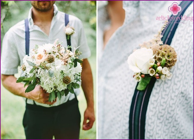 Bouquet and buttonhole of the groom for a forest wedding