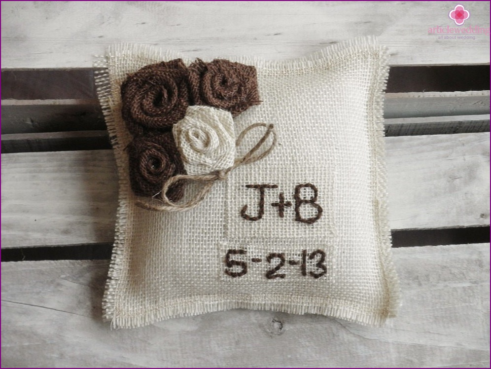 Burlap Ring Pillow