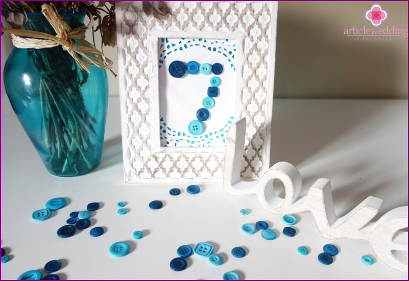Frame and button table number