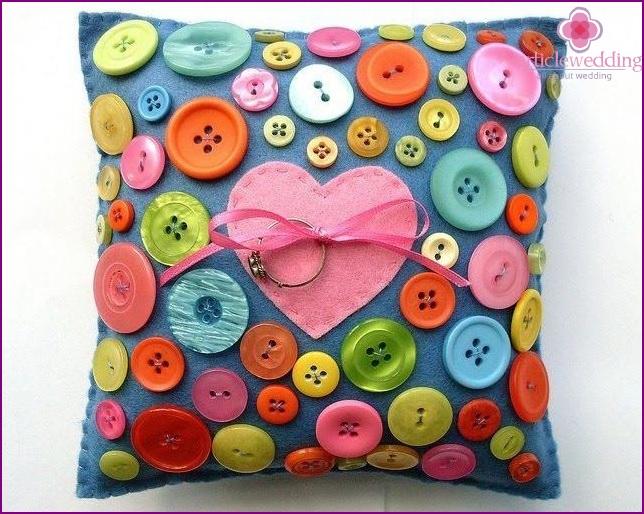 Button ring cushion