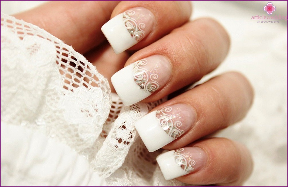 French manicure is a constant trend