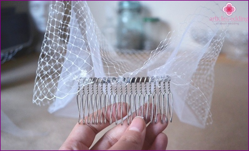 Glue the comb in the center