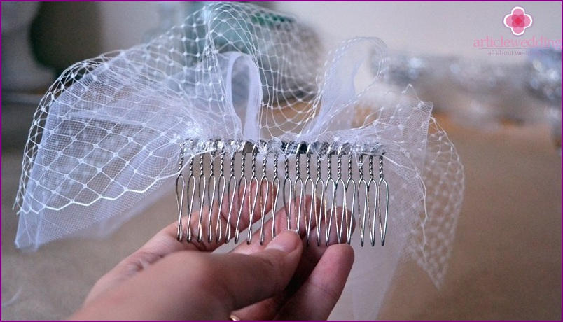 Glue all the fabric to the comb