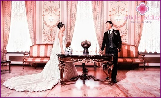 Wedding photo session in the palace