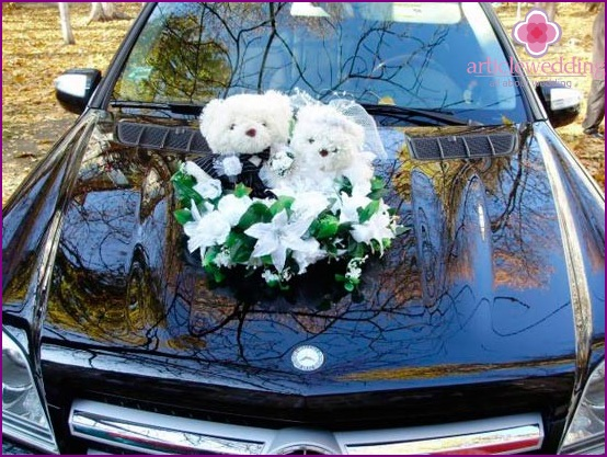 Toys on the hood of a wedding car