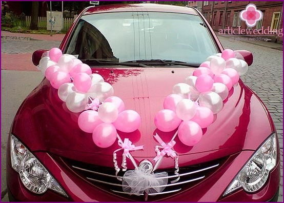 Decoration of wedding cars with balls