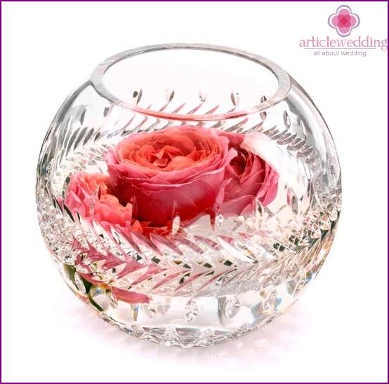 Round flower vase