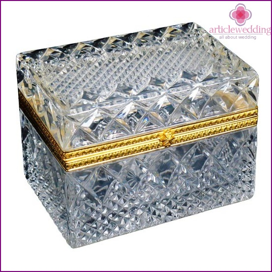 Crystal box to his wife
