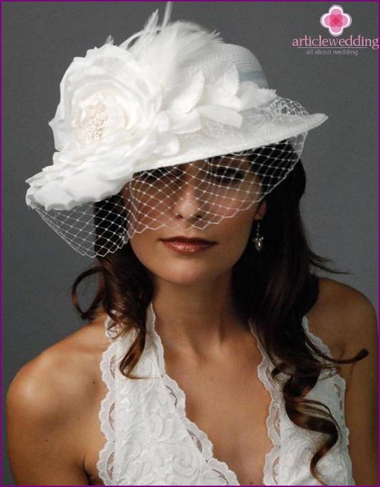 Restraint and sexy wedding cap