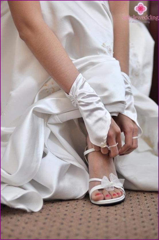 Kombination von Kleid und Schuhen