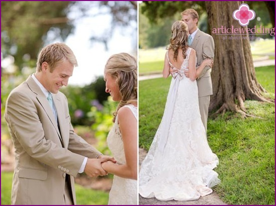 Outfits of the bride and groom for a mint wedding