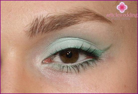 Gentle mint makeup