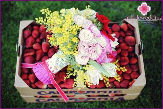 Original Strawberry Wedding Present