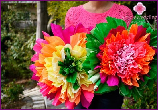 Crepe paper pompons in the form of flowers
