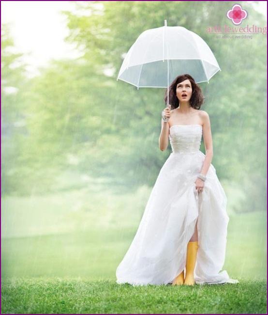 Wedding photo shoot with umbrella in the rain