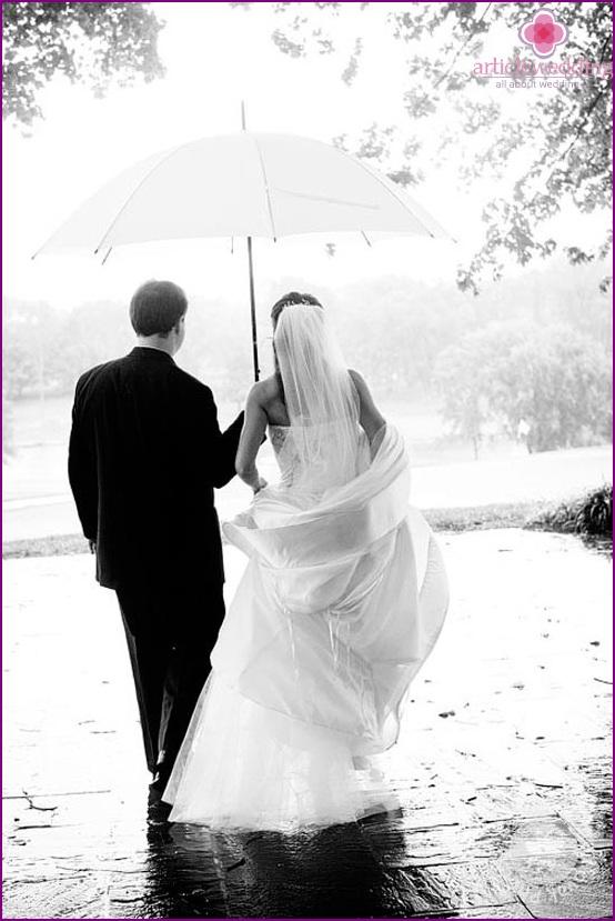 Walk in the rain at a wedding photo shoot