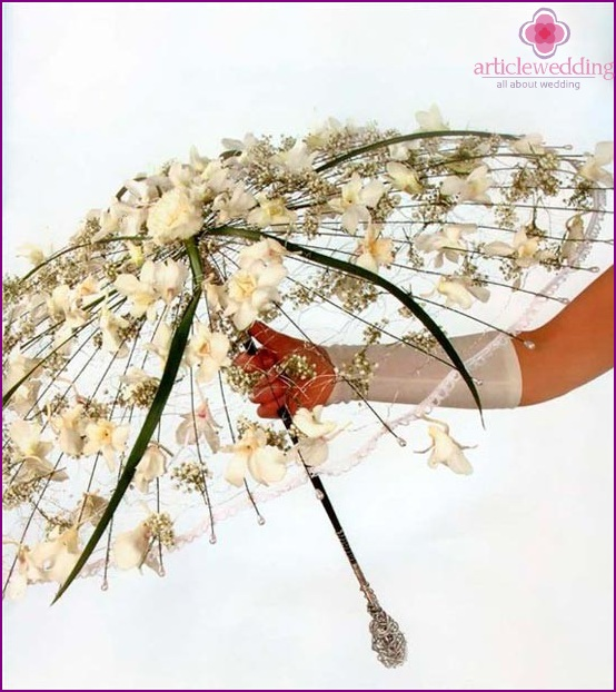Wedding umbrella with flowers and leaves.
