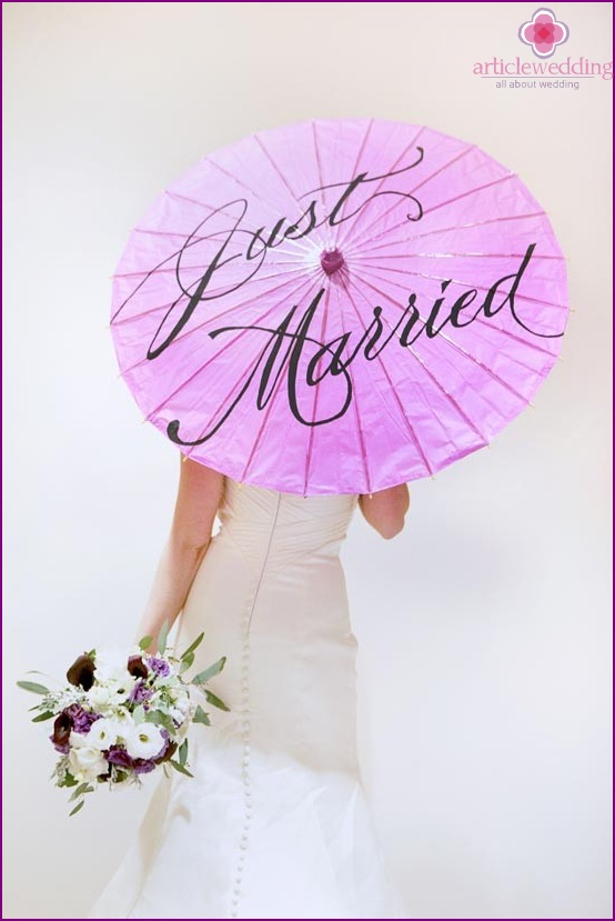 Umbrella of the bride with inscriptions