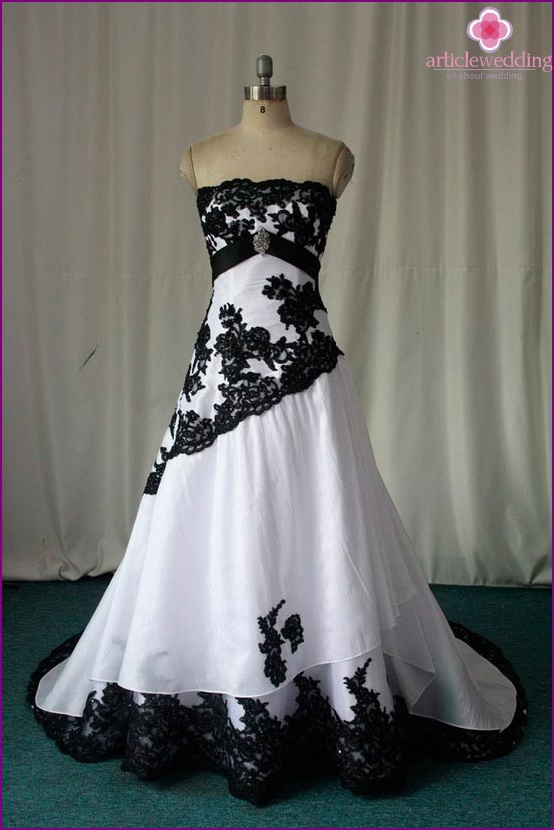Dress of the bride in black and white