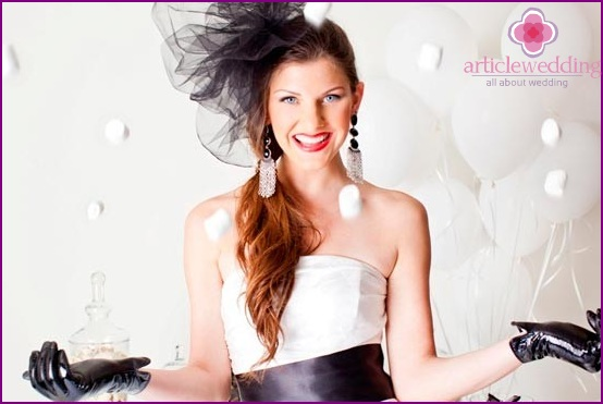 Accessories for the bride in black and white
