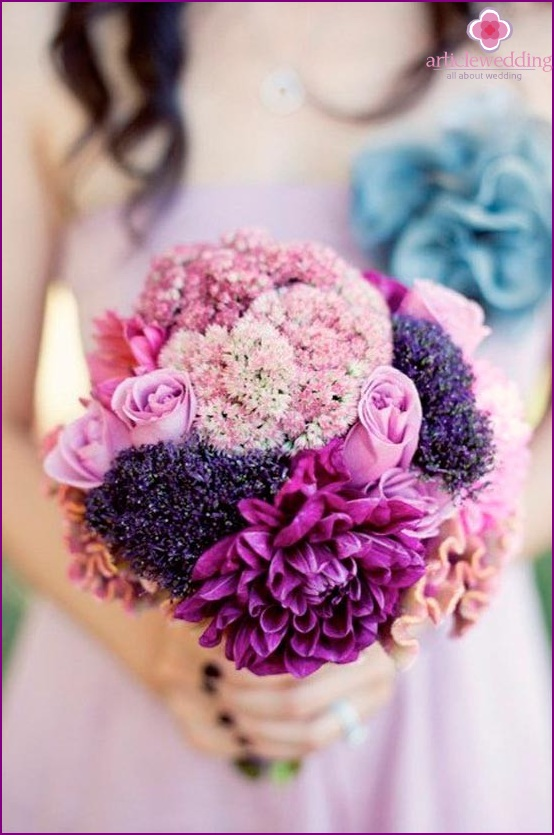 Beautiful wedding bouquet in lilac colors