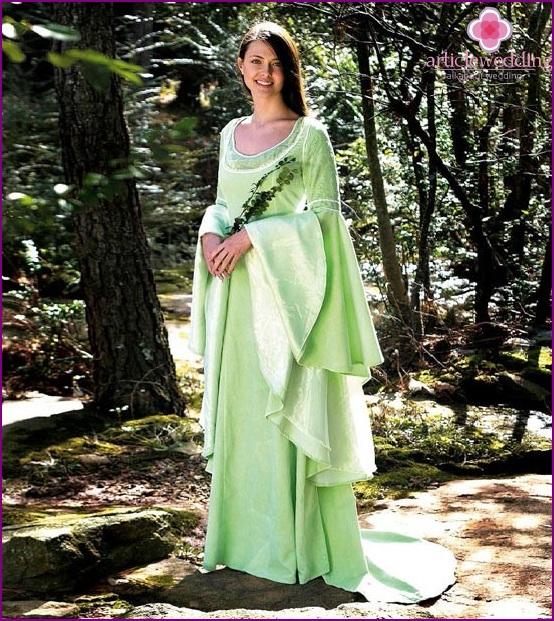 Helles Kleid für die Braut im Fantasiestil