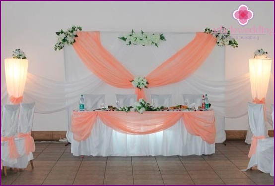 Peach-white room decoration