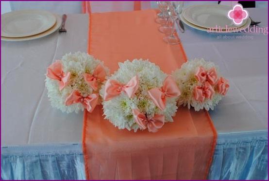 Floral arrangements for table decoration