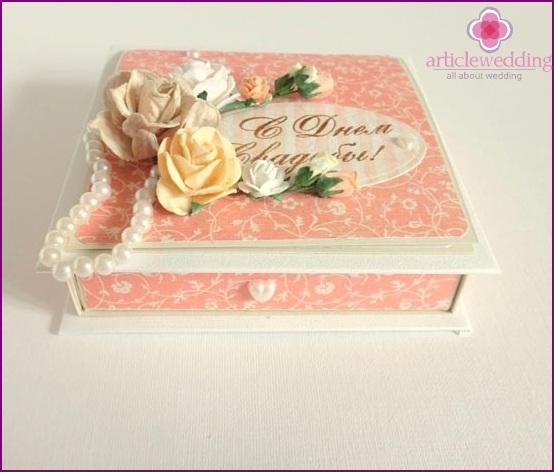 Decorative wedding box