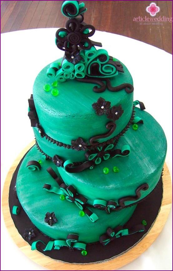 Schwarz-Smaragd-Hochzeitstorte