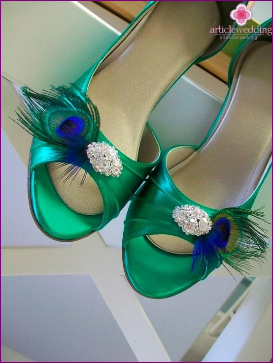 Emerald Bride Shoes with Brooch and Peacock Feather