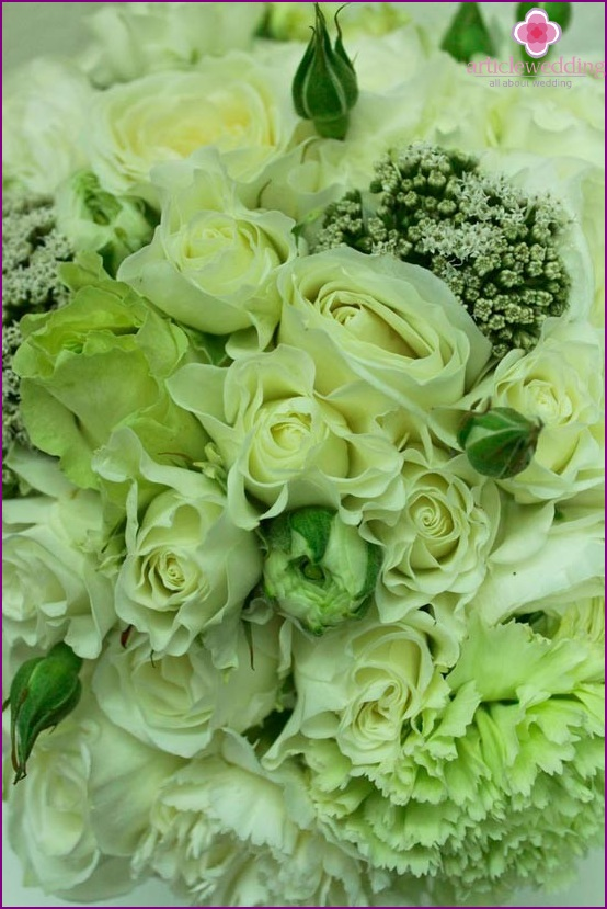Green roses for an emerald wedding
