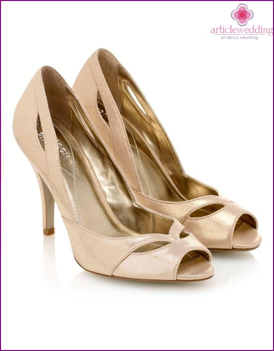 Delicate golden color shoes for the bride