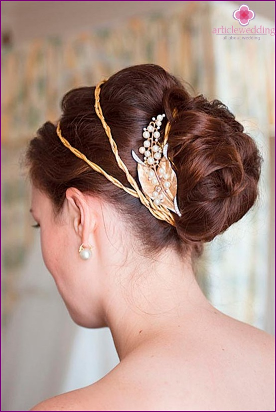 Gold decoration for bride hairstyle