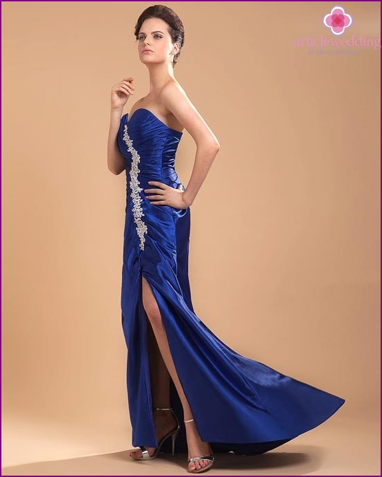 Blue wedding dress with white crystal decorations