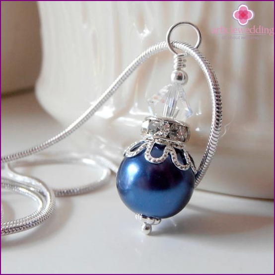 Blue neck pendant