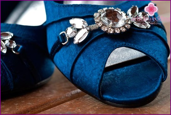 Blue brooch shoes