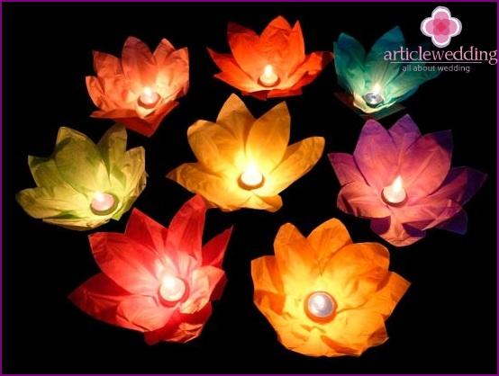 Paper luminous flowers