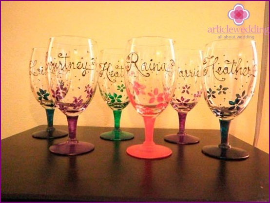 Decorative glasses for guests