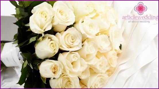 Bridal bouquet in milk chocolate colors