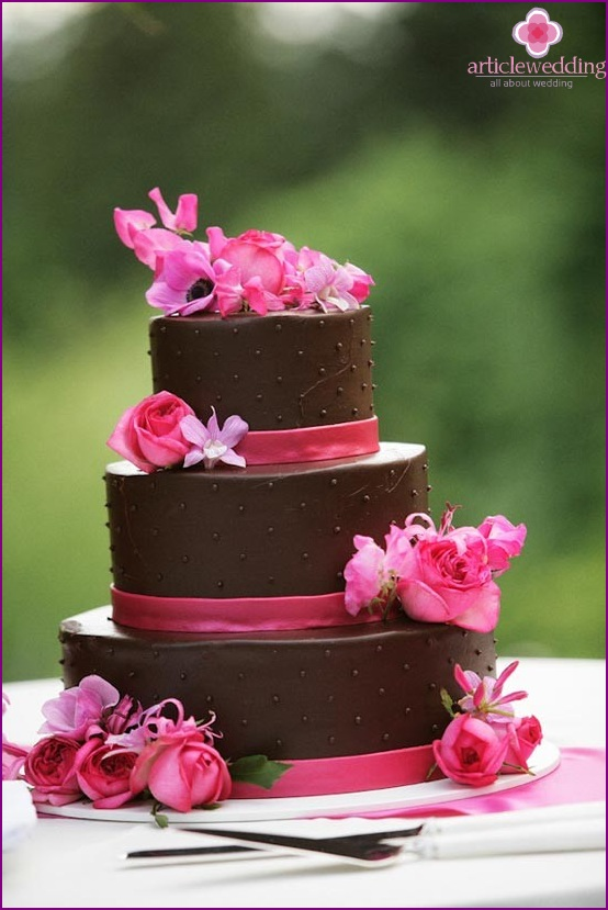 The contrasting nuances of a chocolate wedding