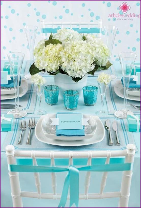 We draw a wedding in shades of blue