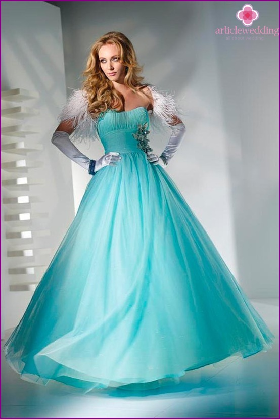Dress of the bride in blue tones