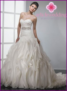 How much does a quality wedding dress cost?