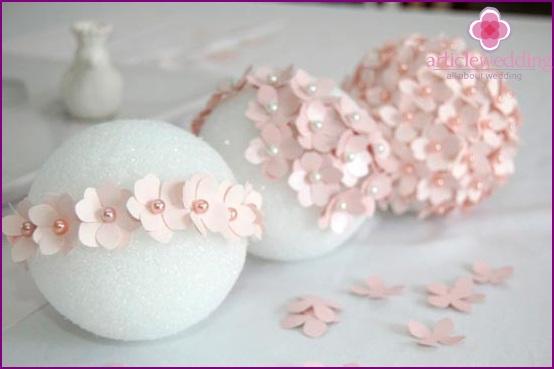 Pin Blumen an den Ball
