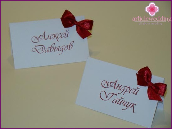 Cards for seating with bows